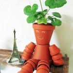 使わなくなった素焼きの植木鉢をDIYでカワイイフラワーピープルに変身