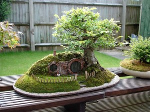 盆栽の進化系!本当にバギンズが住んでいそうなホビットハウス