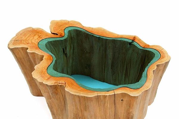 川が流れるテーブル丸太